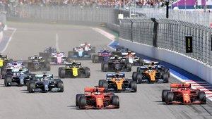 Vettel le ganó la partida a Leclerc en la salida