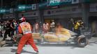 El coche de Magnussen en llamas