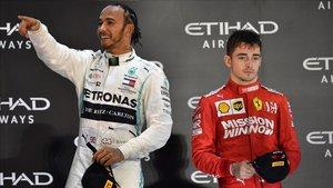 Hamilton junto al piloto de Ferrari Leclerc