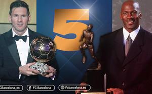 Leo Messi con uno de sus FIFA Balón de Oro y Michael Jordan con uno de sus MVP de la temporada de la NBA