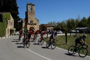 El pelotón de la Volta durante la tercera etapa de la Volta Ciclista a Catalunya, que recorrió 179 km entre Sant Feliu de Guixolos y Vallter 2000.
