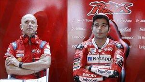 Petrucci , en el box de Ducati durante el GP de Holanda