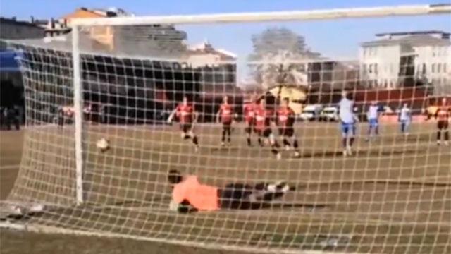 Se vio en Turquía: tres repeticiones de un penalti, una roja y... ¡ningún gol!