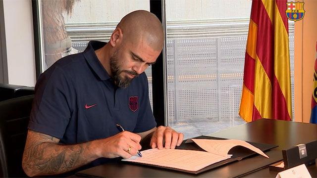 Así ha sido el acto de firma de Víctor Valdés como nuevo entrenador del Juvenil A