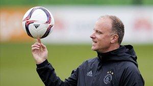 El balón era (y es) el mejor amigo de Dennis Bergkamp