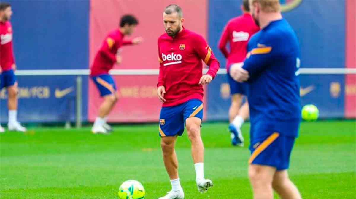 El Barça se entrena para enfrentarse a un Madrid en horas bajas