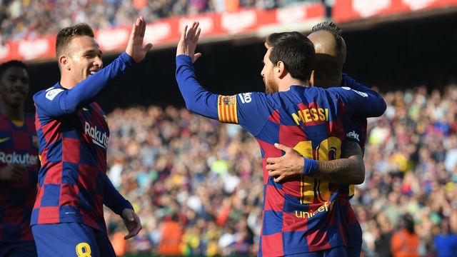 El Barça golea al Eibar para calmar al Camp Nou