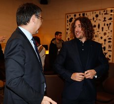 Bartomeu y Puyol conversaron en la zona VIP