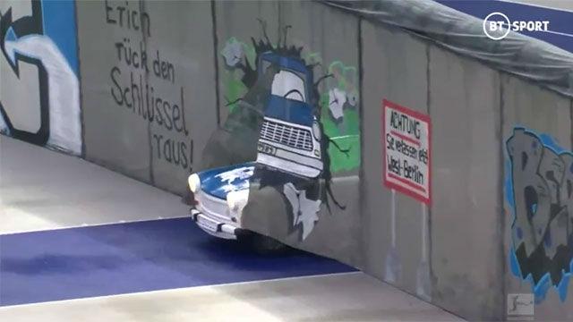 La caída del muro de Berlín, recreada en el campo del Hertha 30 años después