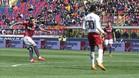 El chileno Erick Pulgar empala el momentáneo 1-0 en Bolonia