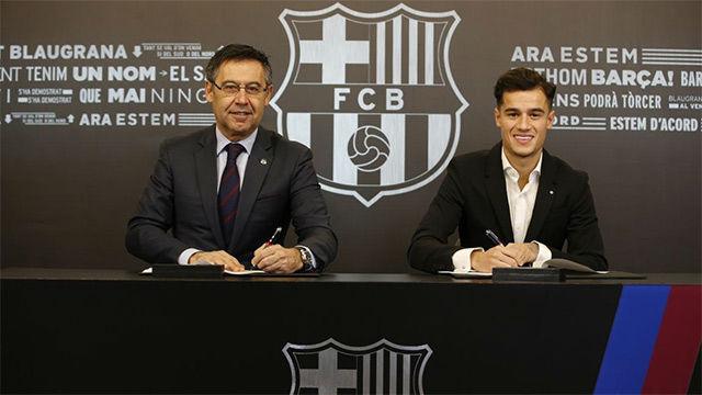 Coutinho firmó su contrato con el FC Barcelona