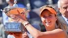 Elina Svitolina posó orgullosa con el trofeo de Roma