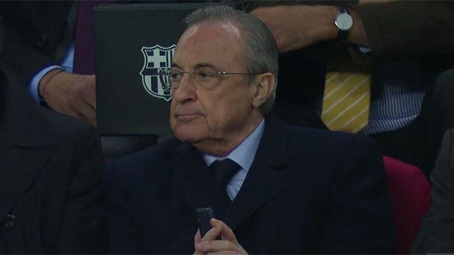 Florentino acabó el partido con el móvil en la mano