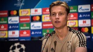 Frenkie De Jong, centrocampista del Ajax, cerca del PSG