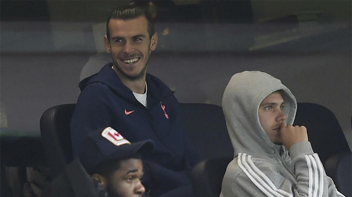 Gareth Bale, muy atento al partido del Tottenham