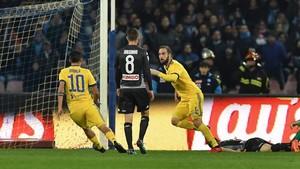 Higuaín celebra el 0-1 en San Paolo