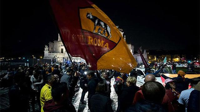 La hinchada de la Roma celebra la victoria