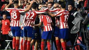 Jugadores y cuerpo técnico se fundieron en una piña con el gol de Morata