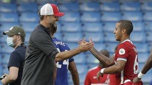 Klopp felicitó a Thiago tras el brillante triunfo del Liverpool