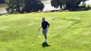 Koeman, antes de arrancar su partida en Golf El Montanyà