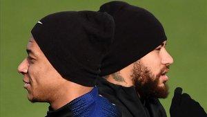 Mbappé y Neymar, durante un reciente entrenamiento del PSG