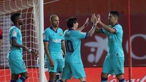 Messi celebra su gol con Suárez