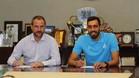 Oscar Perarnau y Borja Iglesias en la firma del contrato