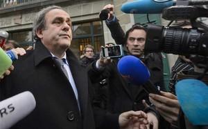 Platini cree que su elección a la FIFA es perfectamente compatible con la situación actual