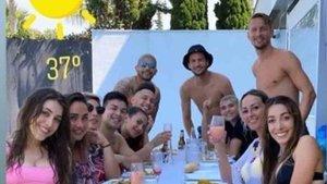 La polémica imagen de los jugadores del Sevilla saltándose la cuarentena