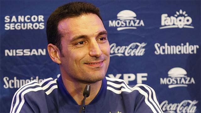 Scaloni: Messi está cómodo, contra el Betis fue el mejor