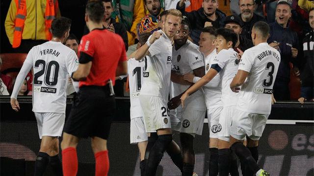 El Valencia gana, pero sigue sin convencer