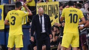 Zidane acabó cabizbajo el encuentro en La Cerámica