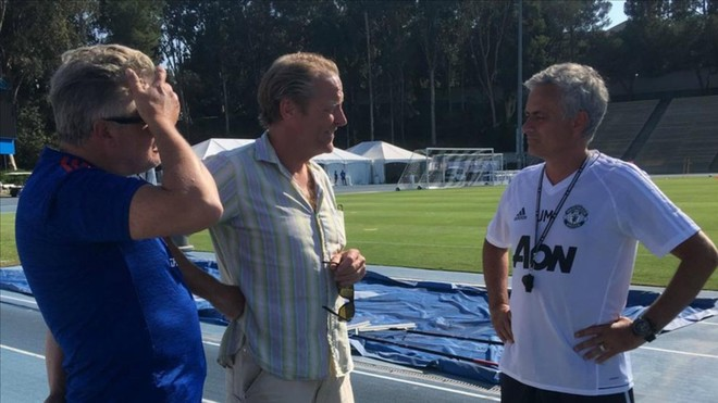 Mourinho también recibió la visita de los actores