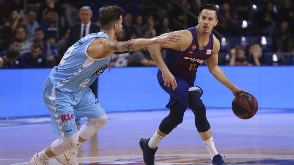 Un enorme Hanga reafirma el liderato del Barça Lassa