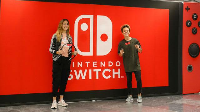 Amanda Sampedro y Laia Aleixandri ponen a prueba el nuevo juego de Nintendo