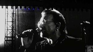 Bono, durante su actuación en el concierto de La Plata