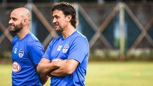 Carles Cuadrat, junto a su segundo Gerard Zaragoza,dirigiendo una sesión del Bengaluru