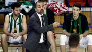 Carles Duran tendrá que hacer encaje de bolillos con lo que tiene