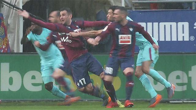 LALIGA | Eibar - FC Barcelona (0-2): El posible penalti de Busquets