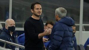 Lampard y Mourinho se saludan