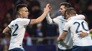 Leo Messi conecta con Lautaro Martínez en la selección Argentina