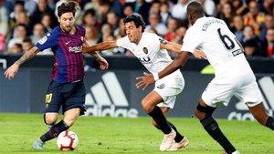 Leo Messi, marcado por Parejo