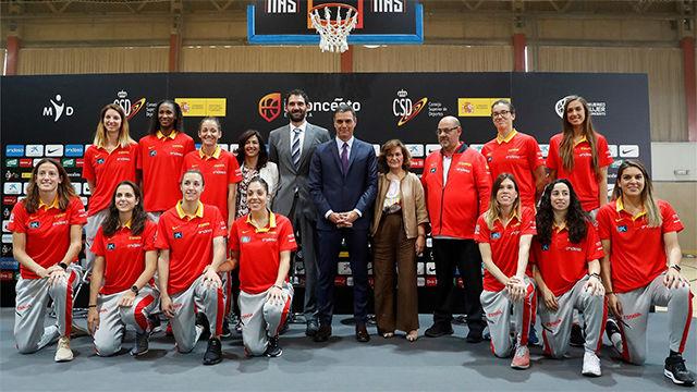 Pedro Sánchez, a la selección femenina de baloncesto: Sois un ejemplo para la sociedad española
