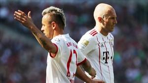 Rafinha y Robben seguirán siendo compañeros un año más