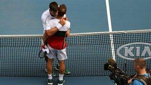 Schwartzman felicita a Djokovic tras su duelo en el Open de Australia