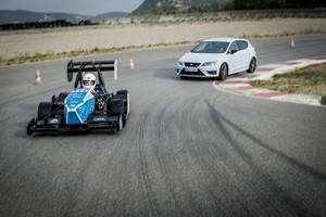 Seat León Cupra y CAT09e en el circuito de Castellolí