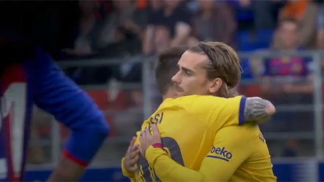 El abrazo entre Messi y Griezmann antes del inicio del partido