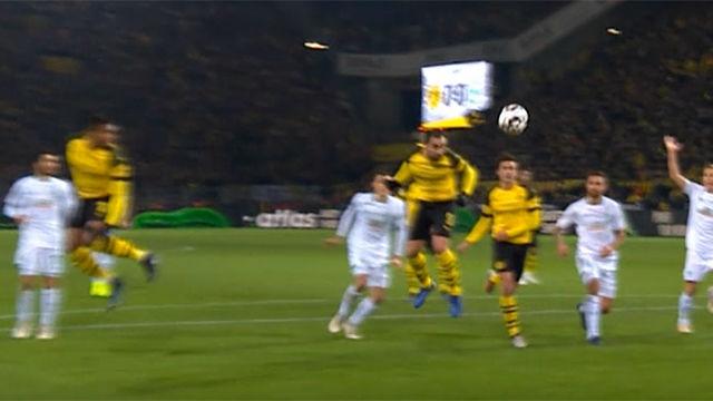 Alcácer sigue aumentando su cuenta anotadora con el Borussia