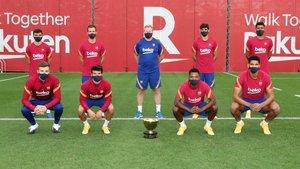 Arriba: Pedri, Pjanic, Koeman, Trincao y Matheus Fernandes. Abajo: Iñaki Peña, Riqui Puig, Ansu Fati y Ronald Araújo