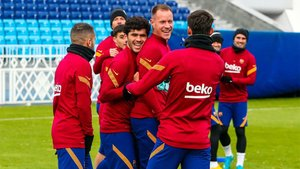 El Barça se entrenó en un tono distendido